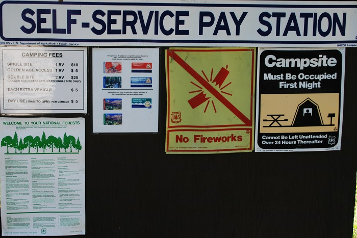A picture of the signs at Alpine Campground on Palisades Reservior in eastern Idaho.