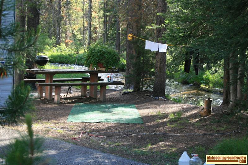 RV camping site in Banner Creek Campground is right next to Banner Creek.
