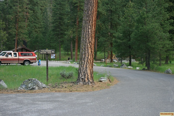 This a the entrance to the parking area for the hot spring at Baumgartner Campground.