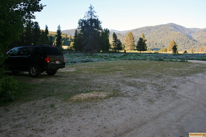 This picture is of the extra parking at Canyon Creek Transfer Camp on Big Smokey Creek.