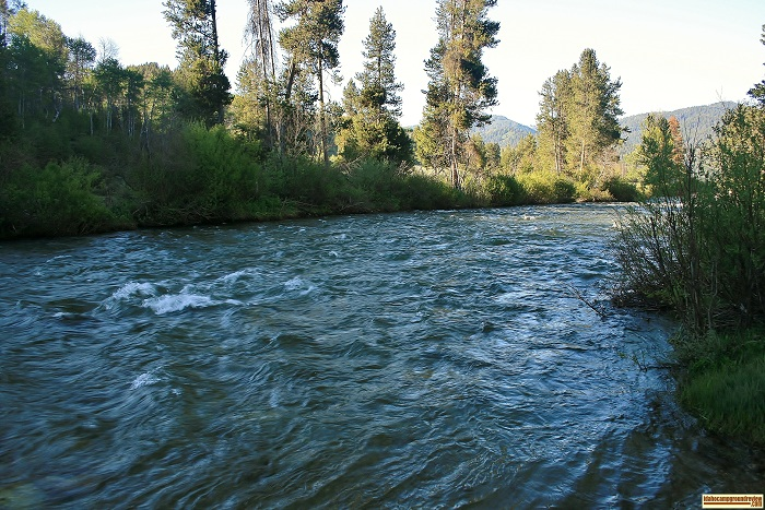 This picture is of Big Smokey Creek which runs beside Canyon Creek Transfer Camp on Big Smokey Creek.