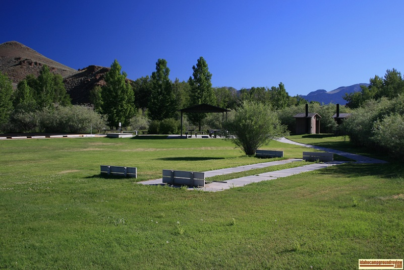 Cottonwood Recreation Site has a very nice picnic area.