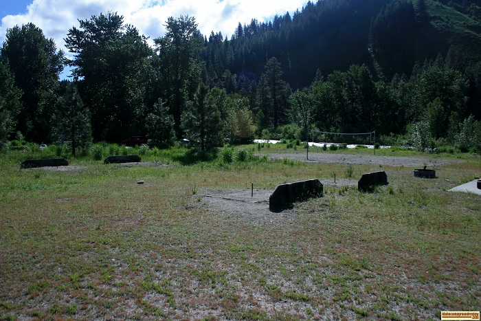Elks Flat Campground Review, horseshoes and volleyball