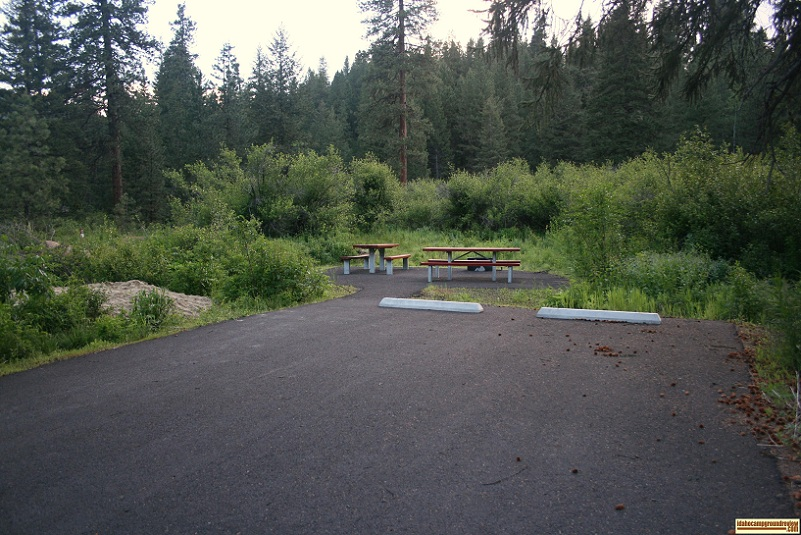 Double camping site in Evergreen Campground along the weiser river trail