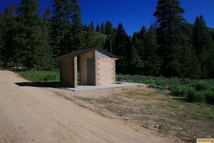 the outhouse at Five Points Campground appeared to be new.