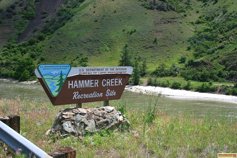 the entrance to hammer creek recreation site with the Salmon river beyond.