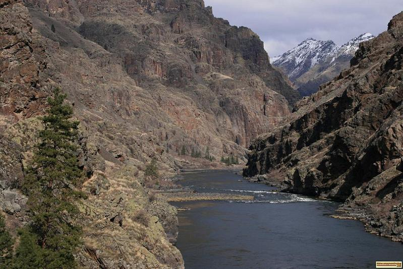 The Snake River disappears into Hells Canyon