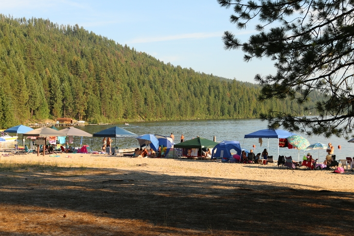 Indian Creek Campground has quite a few different recreational opportunities. I will start with the beach. People set up canopes on hot summer days.