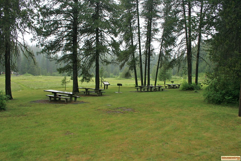 Picnic area at little boulder creek campground