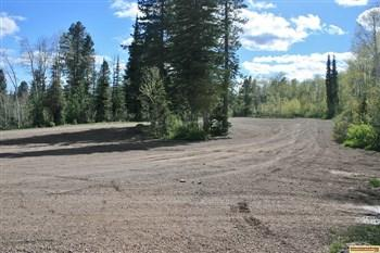 There is a large parking area at the trailhead in Porcupine Springs Campground.