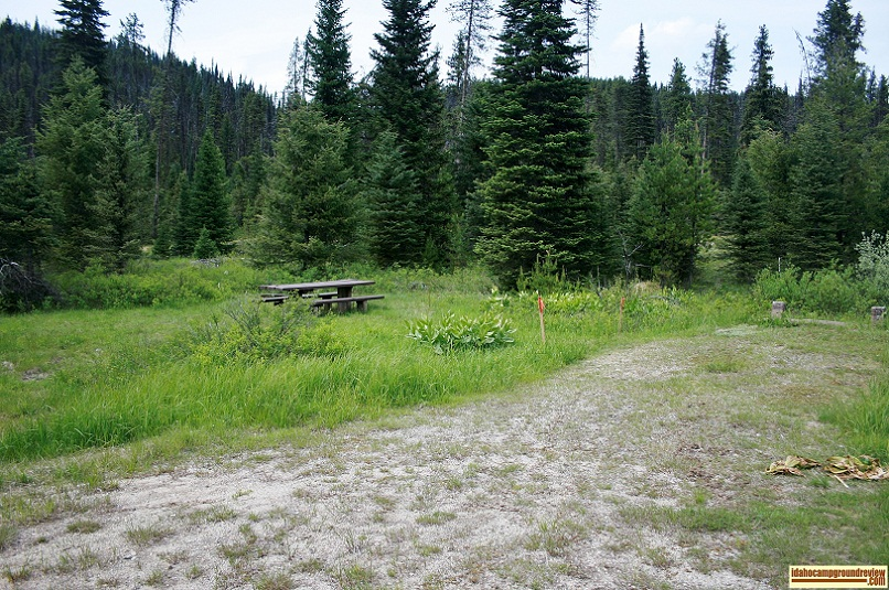 Here is a typical tent / RV camping site in Red River Campground.