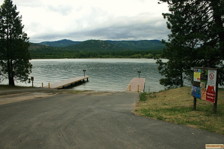 Riley Creek Recreation Area has a wonderful boat ramp and dock. There is also plenty of parking.