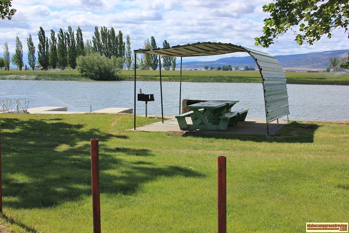 This covered picnic table is located next to the mooring docks.