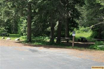 A picture of the small picnic area in Wendover Campground