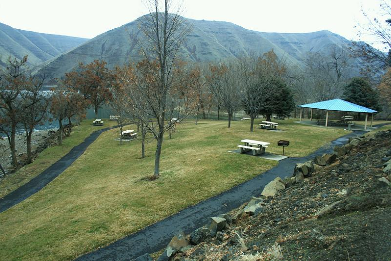 picture of one of the picnic areas with a group shelter in Woodhead Park Campground