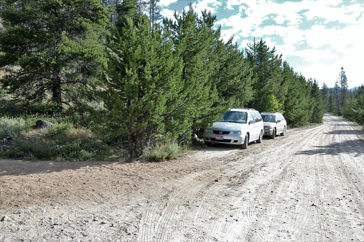 Parking at the trailhead  for trail 97 to Hell Roaring Lake.