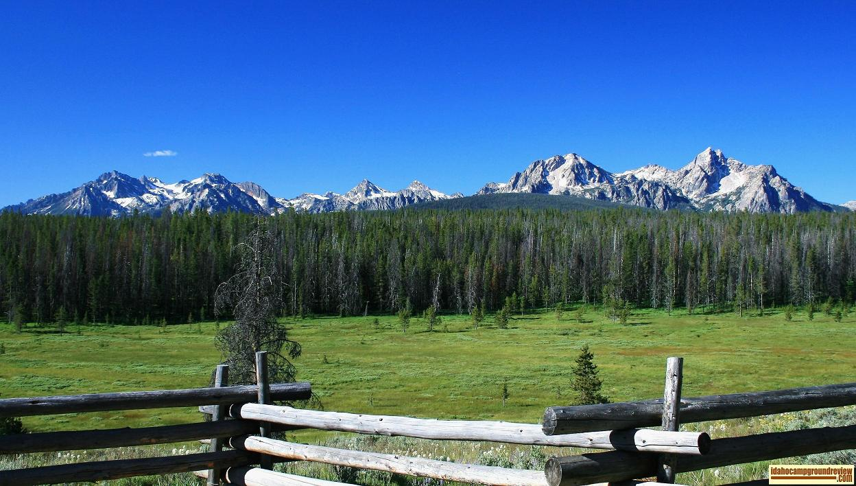 Veiew of Sawtooth Mountains from Park Creek Overlook.